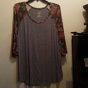 Maurices 24/7 Raglan top
